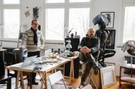 Teambesprechung im Atelier von Jens Weber